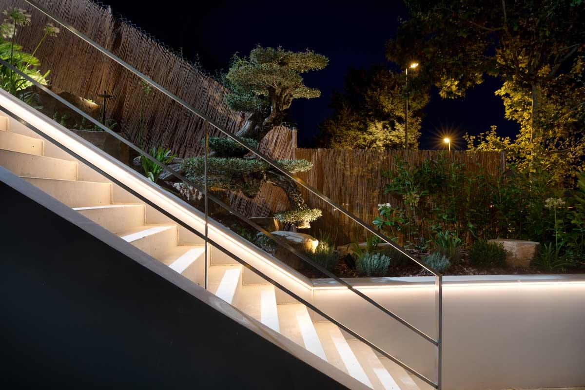 Iluminacion escaleras con lineales Led